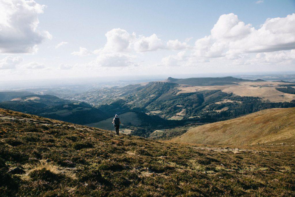 Quelles sont les plus belles randonnée itinérante à fair pour découvrir les volcans d'Auvergne. crédit photo : Clara Ferrand - blog Wildroad