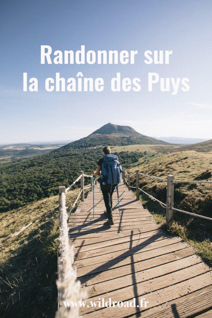 Randonner sur la chaine des Puys dans le massif Central, quels sont les plus beaux itinéraires à faire autour du puy de Dôme. crédit photo : Clara Ferrand - blog Wildroad. #massifcentral #auvergne #bivouac #randonnée #puydedôme #massifducancy #chainedespuys