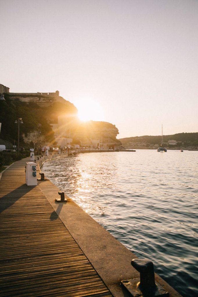 Visiter le port de Bonifacio et sa ville-basse. crédit photo : Clara Ferrand - blog Wildroad