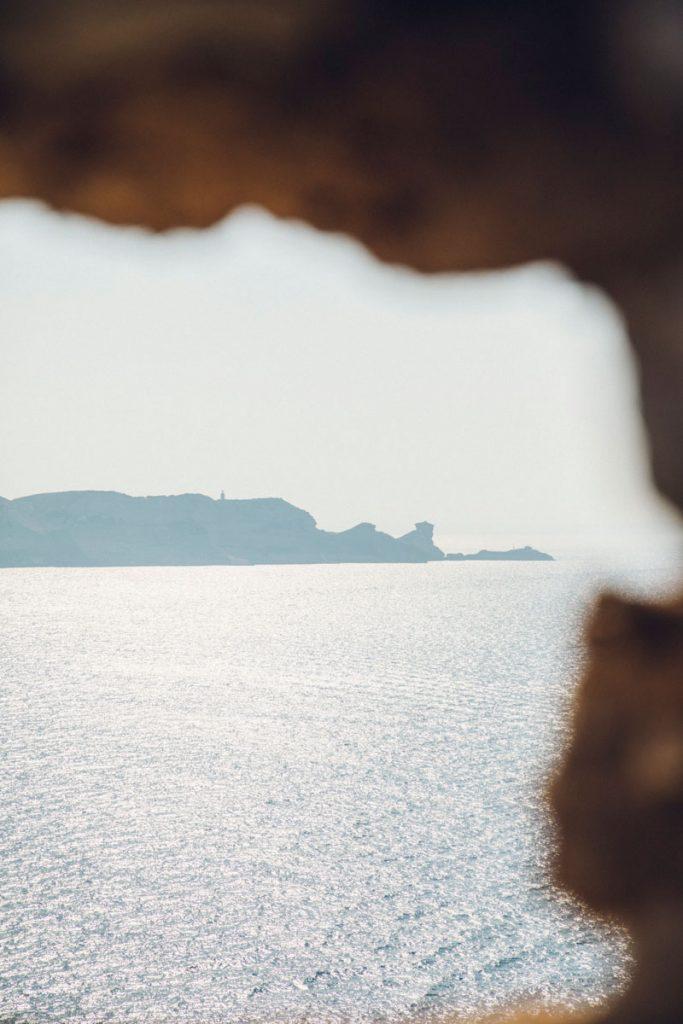 Les cap pertusato depuis les falaises de Bonifacio. crédit photo : Clara Ferrand - blog WIldroad