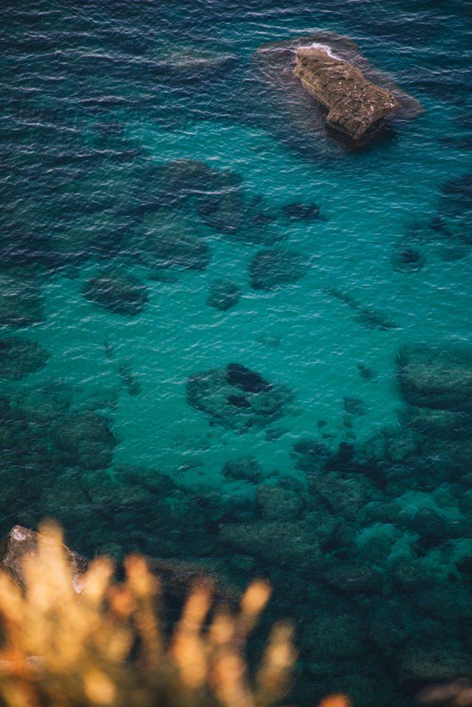 Le plus beau sentier de randonnée de Corse à Bonifacio. crédit photo : Clara Ferrand - blog Wildroad