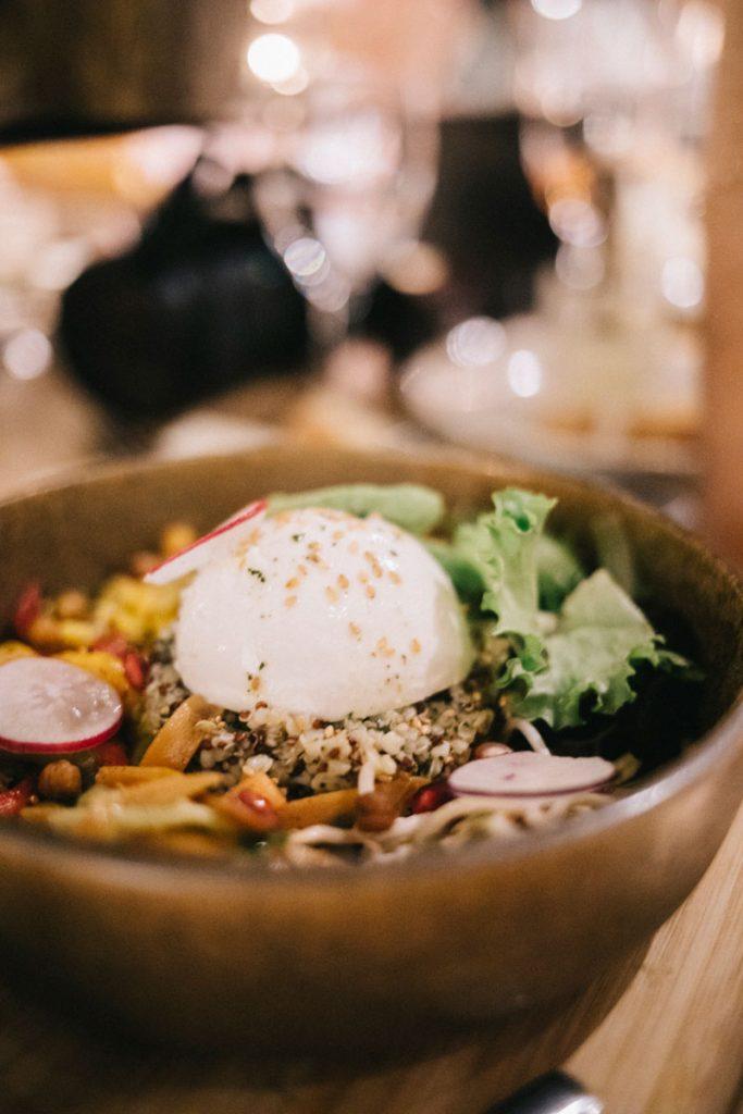 Un restaurant sur le port de Bonifacio Da Passant pour manger des tapas Corse. crédit photo : Clara Ferrand - blog Wildroad