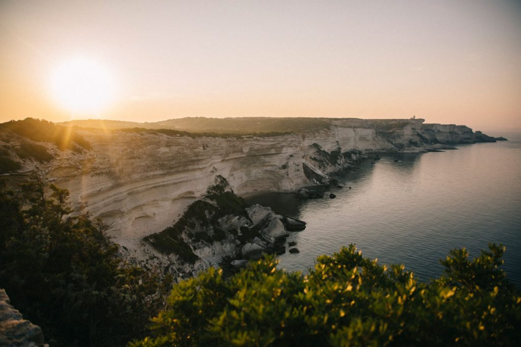 randonner sur le sentier du littoral à Bonifacio. crédit photo : Clara Ferrand -blog WIldroad