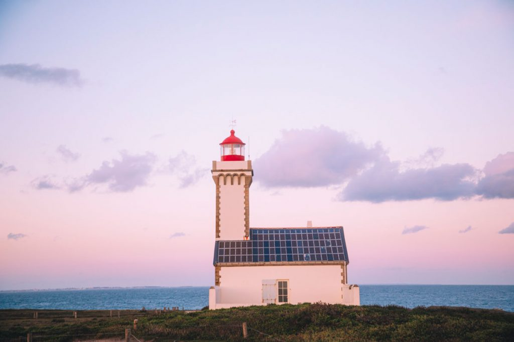 Le phare de la pointe des Poulains sur Belle-Île-en-mer. crédit photo : Clara Ferrand - blog Wildroad