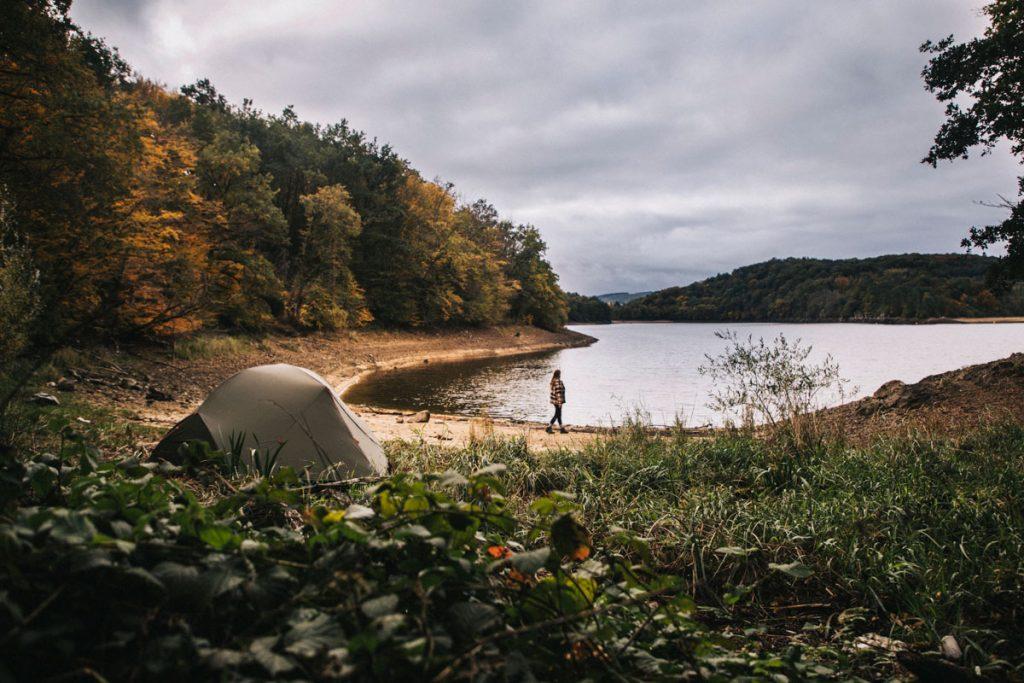 Bivouac autour du lac du Crescent dans le Morvan. crédit photo : Clara Ferrand - blog Wildroad
