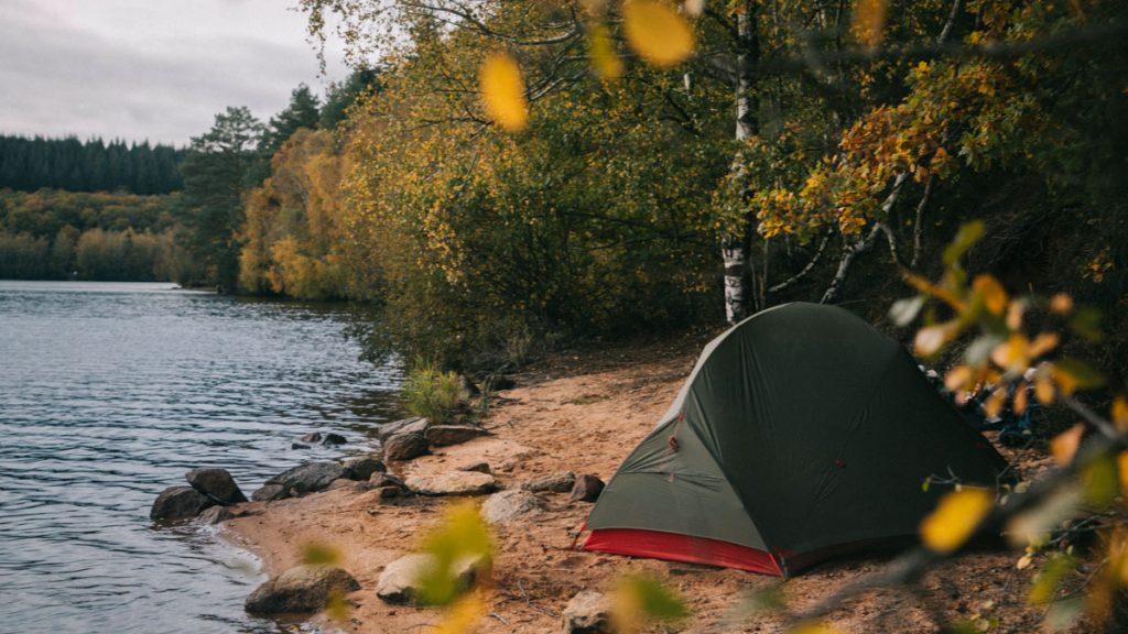Bivouac autour des grands lac du Morvan en automne, quel équipement prévoir ? crédit photo : Clara Ferrand - blog Wildroad