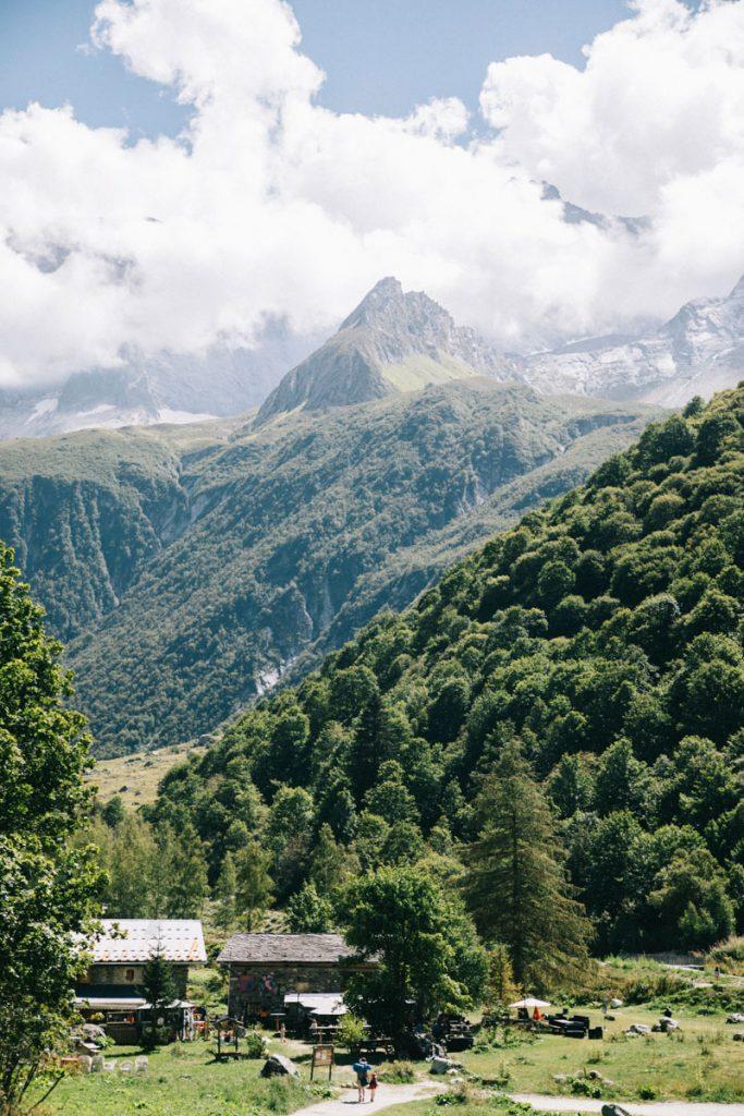 Le hameau du Laisonnay-d'en-Bas d'en Bas une porte d'accès pour les randonnée dans la Vanoise. crédit photo : Clara Ferrand - blog Wildroad