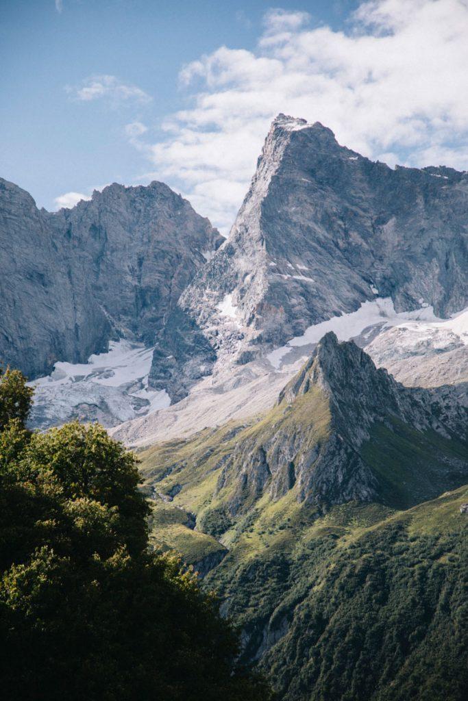 Le glacier de l'Epena et de la Glière en été. crédit photo : Clara Ferrand - blog Wildroad
