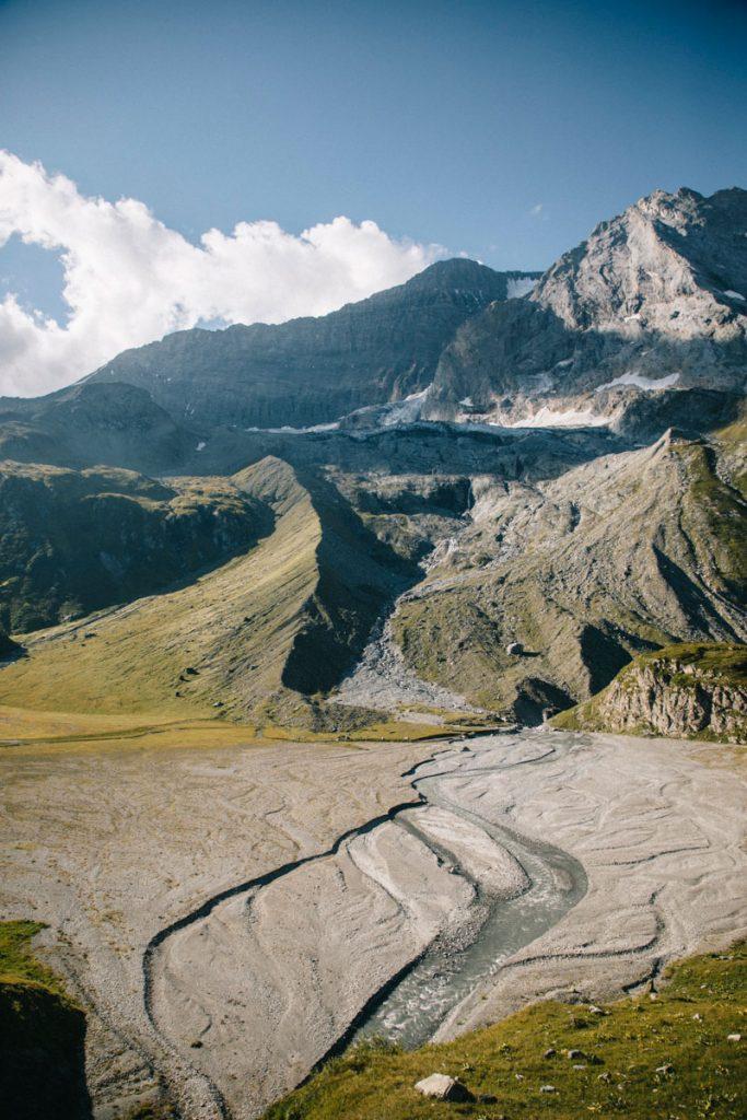 Le lac asséché de la Glière au pied du glacier de la Grande motte. crédit photo : Clara Ferrand - blog Wildroad
