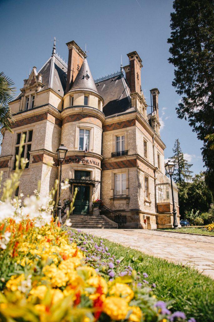 L'hôtel de ville d'éperon en Ile-de-France. crédit photo : Clara Ferrand - blog Wildroad