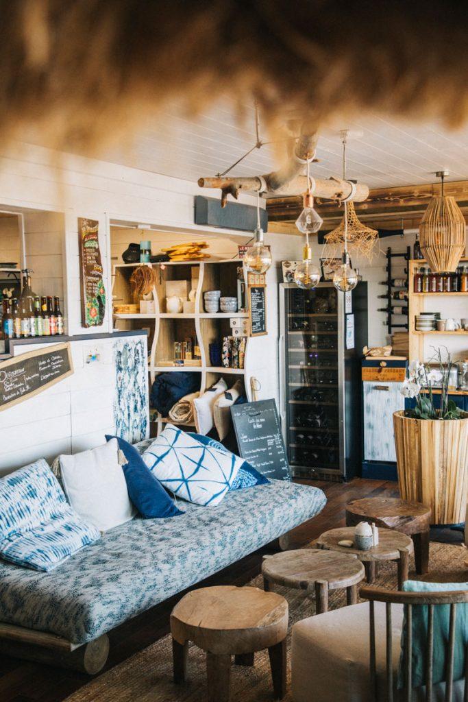 Le restaurant de la paillote à Mano au port du Palais sur Belle-ile. crédit photo : Clara Ferrand - blog Wildroad