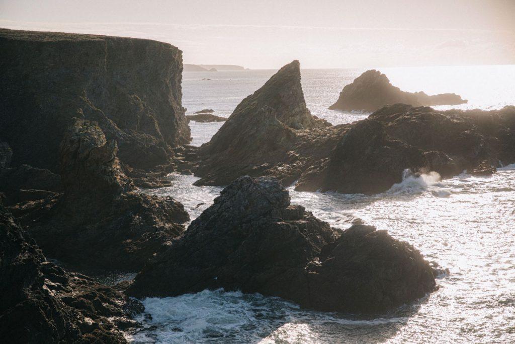 Les rochers de la pointe du Tallut le 3 eme jour du tour de belle-Ïle-en-mer. crédit photo : Clara Ferrand - blog Wildroad