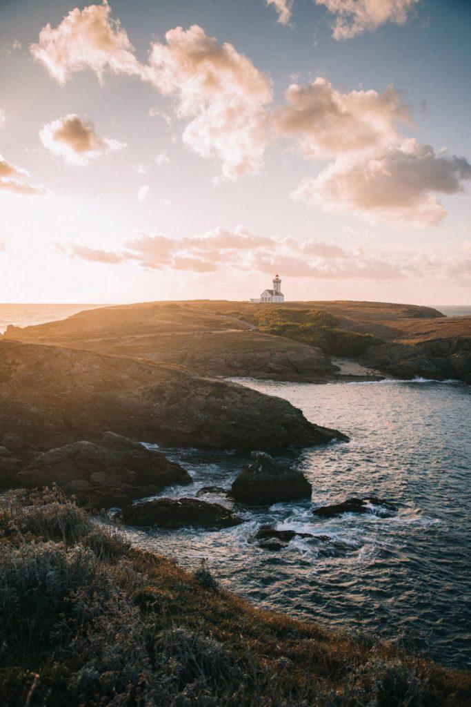 Le phare d cela pointe des Poulains au coucher du soleil. crédit photo : Clara Ferrand - blog Wildroad
