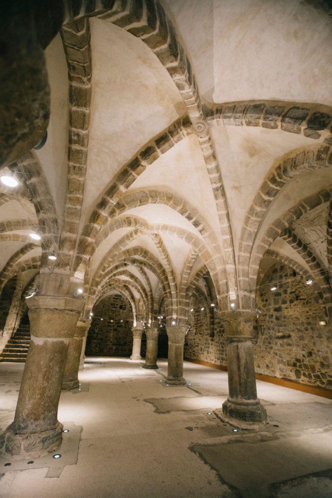 Le prétoire médiévale de la ville d'éperon. crédit photo : Clara Ferrand - blog Wildroad