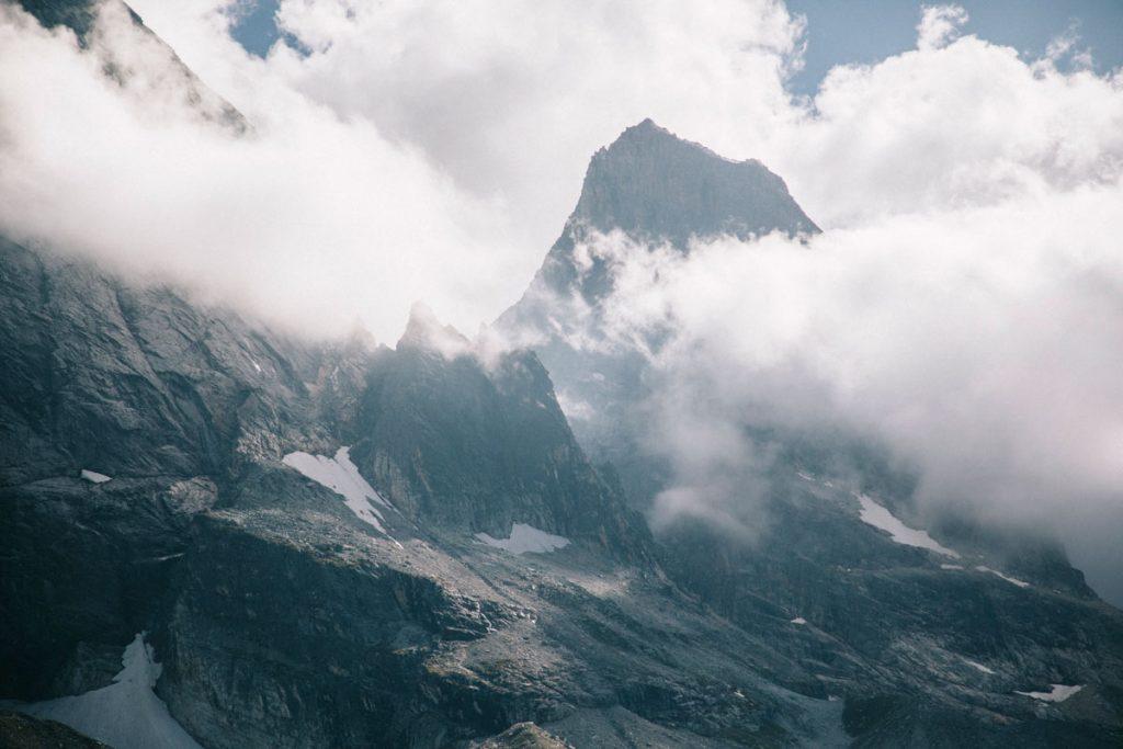 Les glaciers de l'Epena et de la Glière au dessus du refuge. crédit photo : Clara Ferrand - blog Wildroad