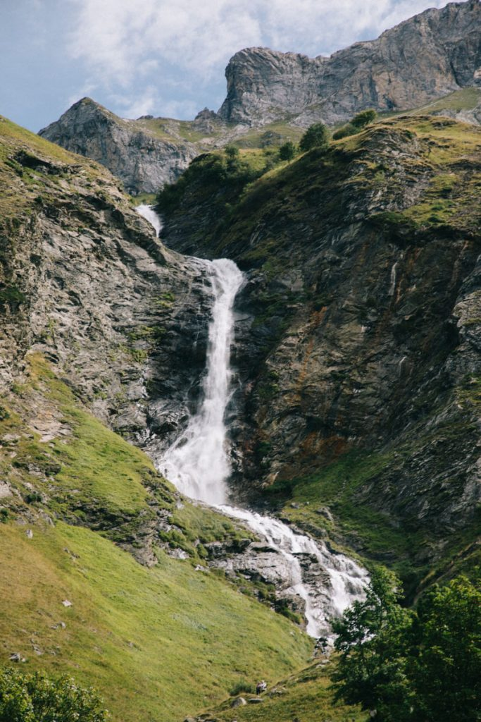 L'impressionante cascade du Py à champagny-le-haut. Crédit photo : Clara Ferrand - blog Wildroad