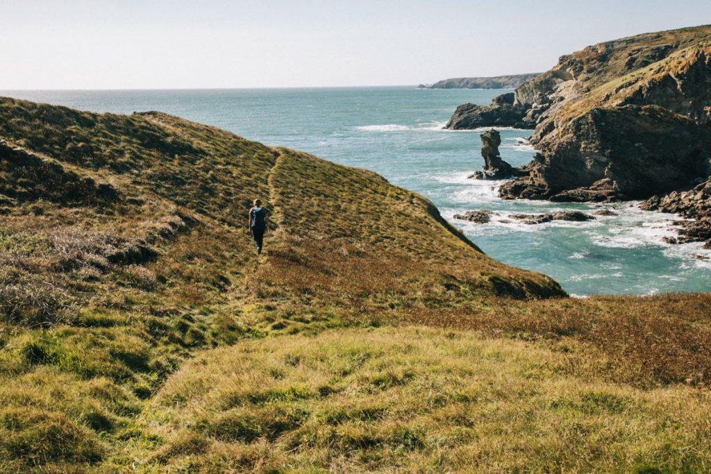 Le sentier côtier à côté de la pointe de Skull.  crédit photo : Clara Ferrand - blog Wildroad