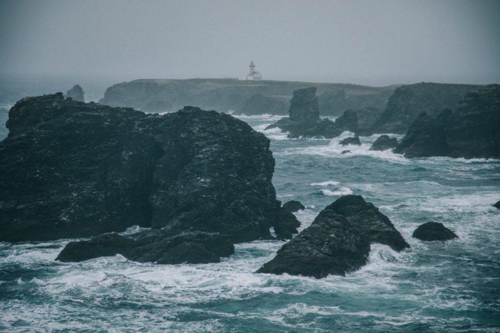 Tempête sur la pointe des poulains à Belle-île-en-mer. crédit photo : Clara Ferrand - blog Wildroad