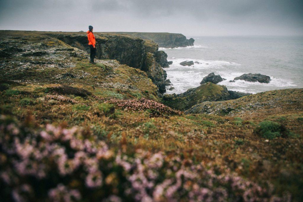 Le sentier côtier qui fait le tour de Belle-Île-en-mer. crédit photo : Clara Ferrand - blog Wildroad