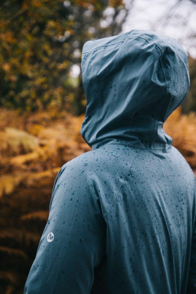 test de la nouvelle veste imperméable Merrell dans le Morvan. crédit photo : Clara Ferrand - blog Wildroad