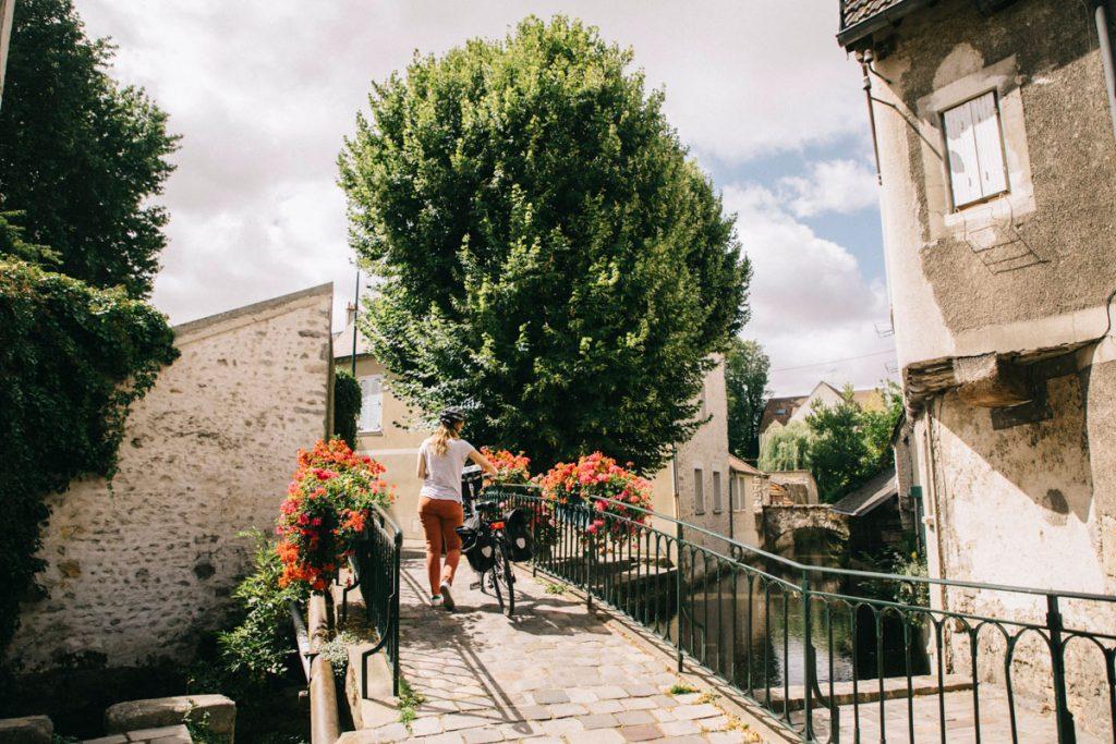 Visiter Epernon dans l'Essone à vélo depuis Paris. crédit photo : Clara Ferrand - blog Wildroad
