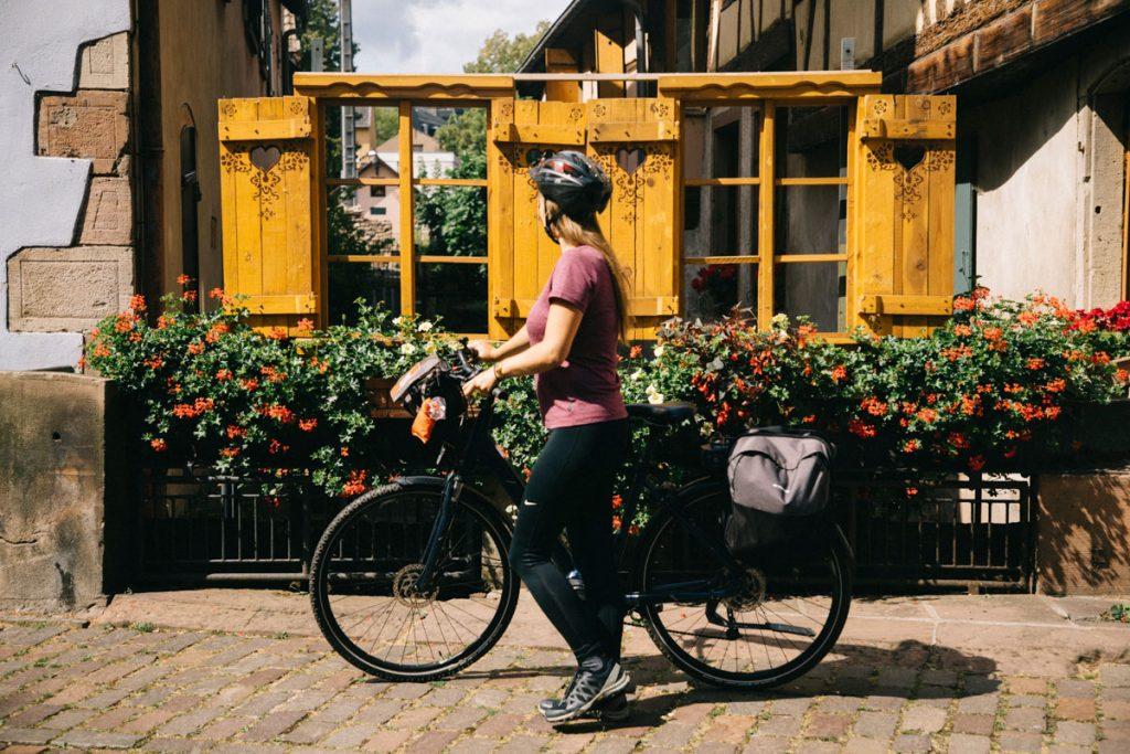 Le village de Barr sur la véloroute du vignoble en Alsace. crédit photo : Clara Ferrand - blog Wildroad