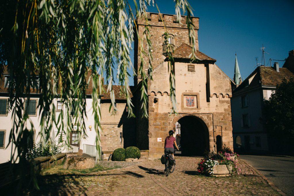 La porte médievale de Cernay en Alsace. crédit photo : Clara Ferrand - blog Wildroad