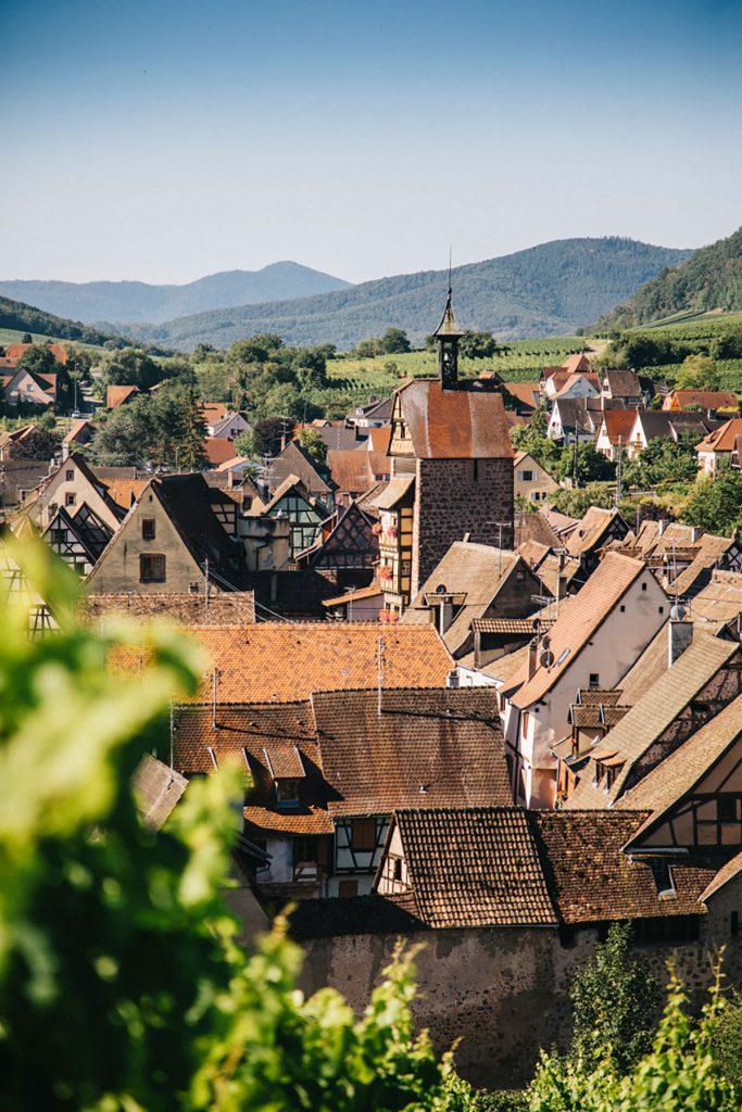 Notre itinéraire à vélo via les plus beaux villages d'Alsace comme Riquewihr. crédit photo : Clara Ferrand - blog Wildroad