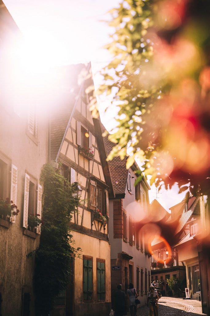 La visite du village de Ribeauvillé sur la route des vins à vélo en Alsace. crédit photo : Clara Ferrand - blog WIldroad