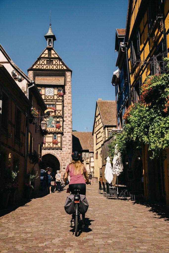 La tour médiavale sur la route des vins à Riquewihr. crédit photo : Clara Ferrand - blog WIldroad