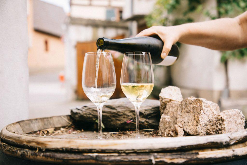Dégustation de vin dans le vignoble de Dietrich à Dambach-la-ville. crédit photo : Clara Ferrand - blog Wildroad