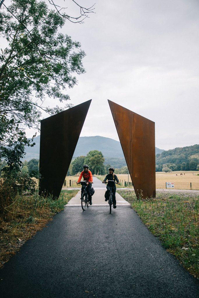 Le portes du bonheur sur la voie verte autour de Rosheim en Alsace. crédit photo : Clara Ferrand - blog Wildroad