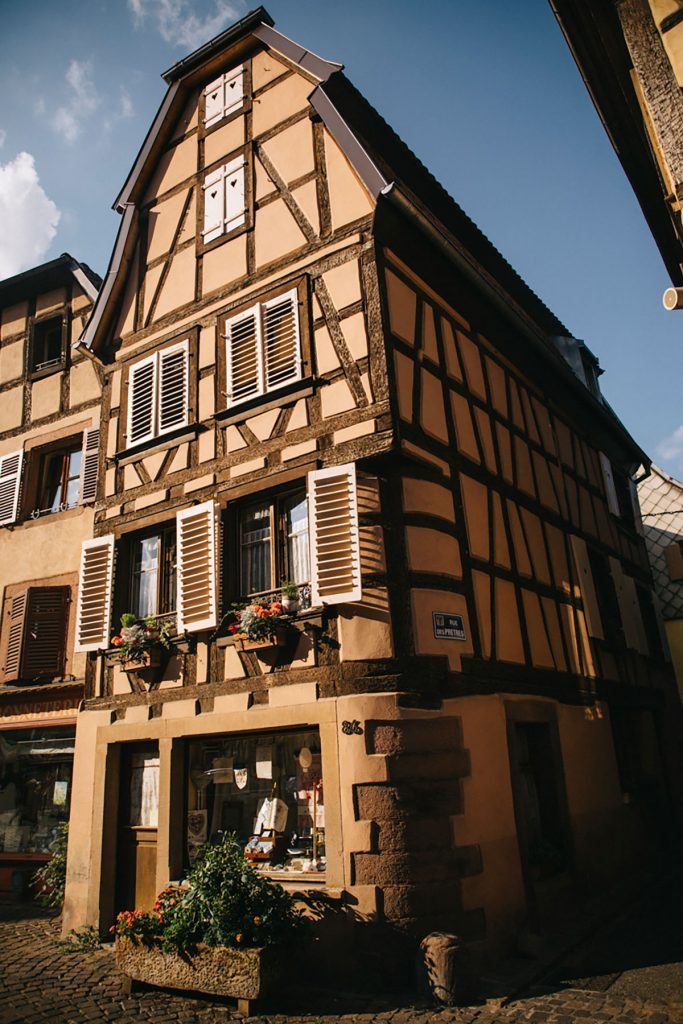 Les maisons à colombages dans le village de Ribeauvillé en Alsace. crédit photo : Clara Ferrand - blog WIldroad