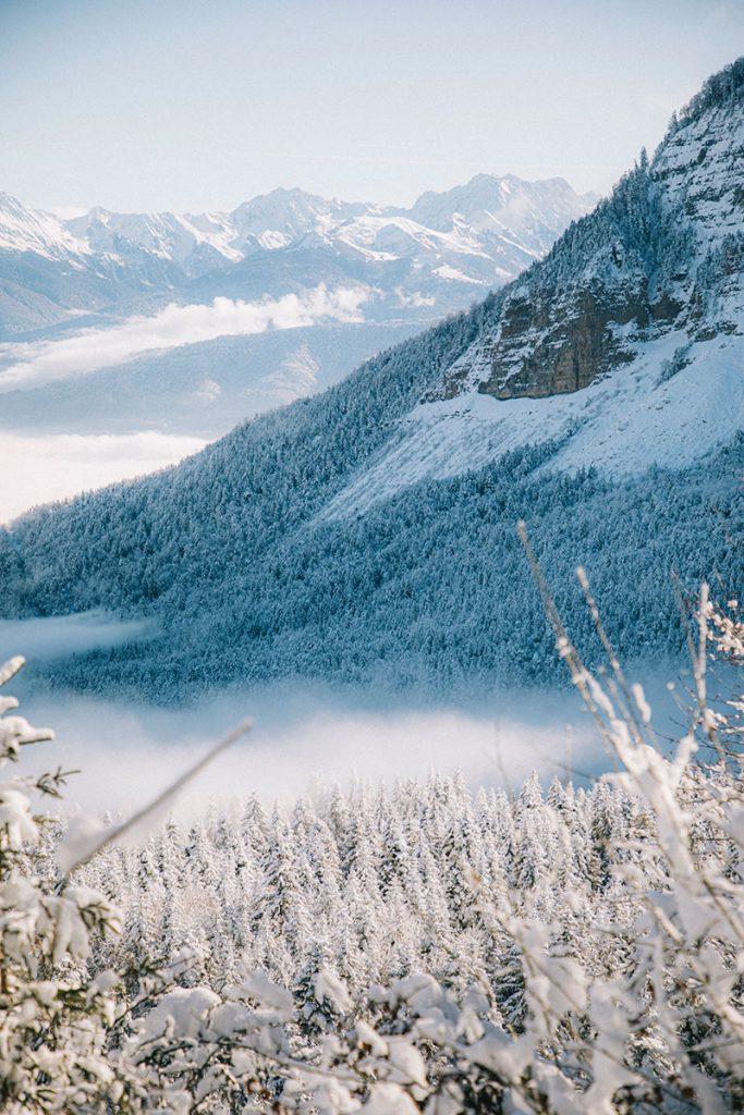 Une randonnée jusqu'au belvédère depuis le col du Granier. crédit photo : clara Ferrand - blog Wildroad