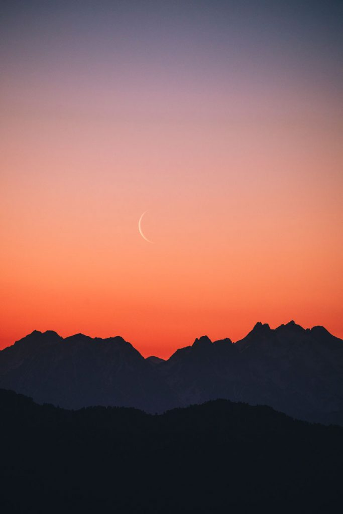 Lever de soleil depuis le bivouac sur les Alpes. crédit photo : Clara Ferrand -blog Wildroad