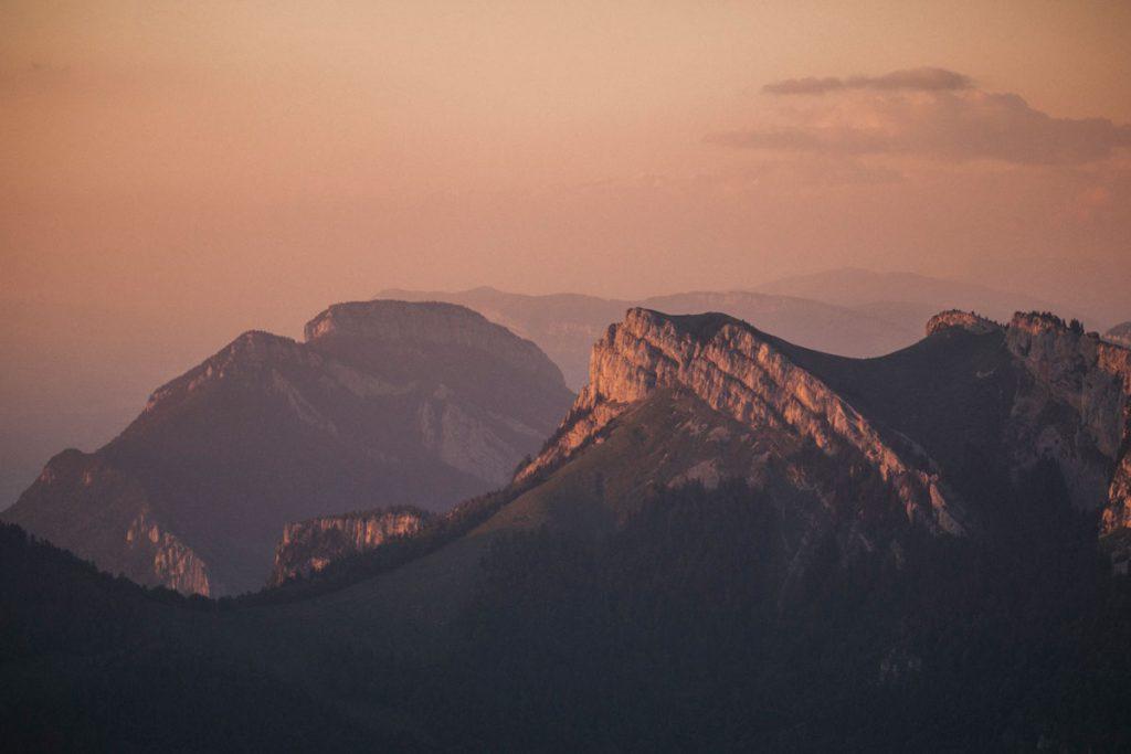Le panorama sur le massif de la Chartreuse au sommet du Charmant Som. crédit photo : Clara Ferrand - blog Wildroad