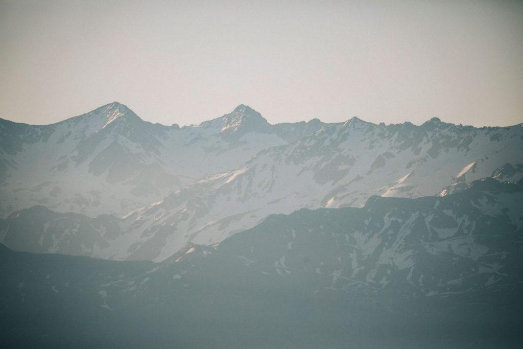 La vue sur les Belledonnes depuis la randonnée de la Pinéa. crédit photo : Clara Ferrand -blog Wildroad