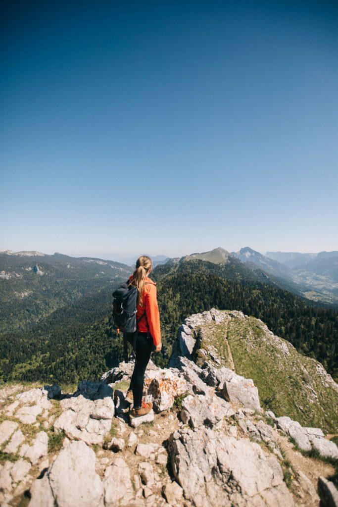 La vue sur le Charmant Som depuis le sommet de la Pinéa. crédit photo : Clara Ferrand - blog Wildroad