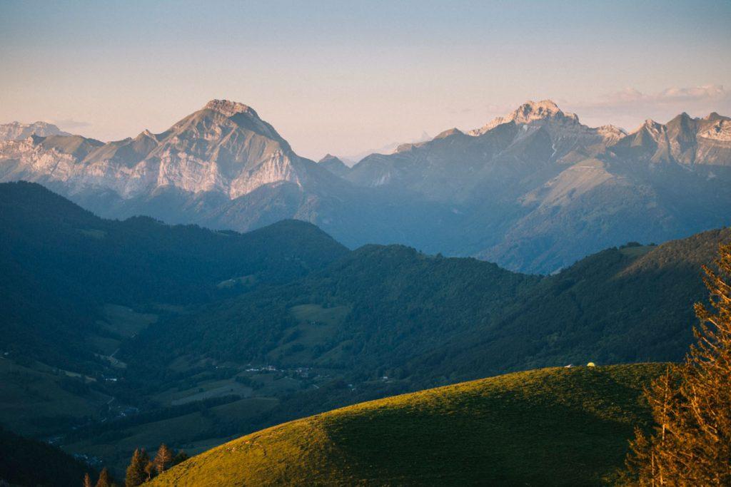 Randonnée dans le parc naturel des bauges en Savoie et bivouac. crédit photo : Clara Ferrand - blog Wildroad