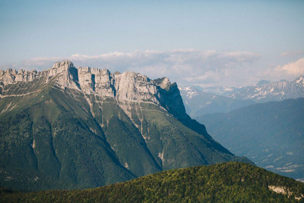 La dent de l'Arclusaz dans le massif des Bauges. crédit photo : Clara Ferrand - blog Wildroad