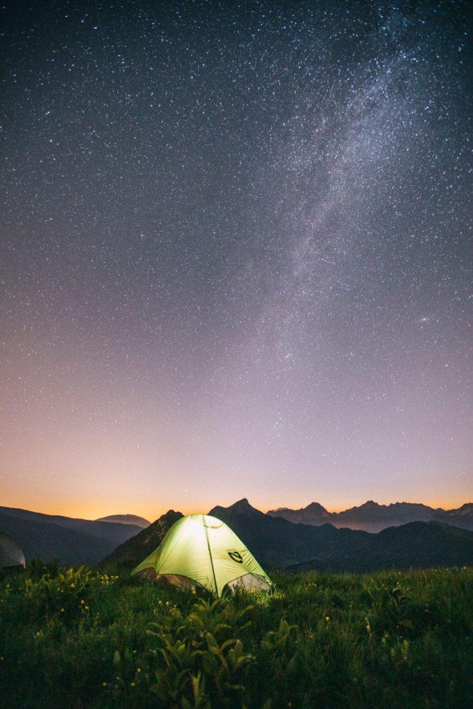 Voie lactée au dessus de mon bivouac dans le massif des bauges. crédit photo : Clara Ferrand - blog Wildroad