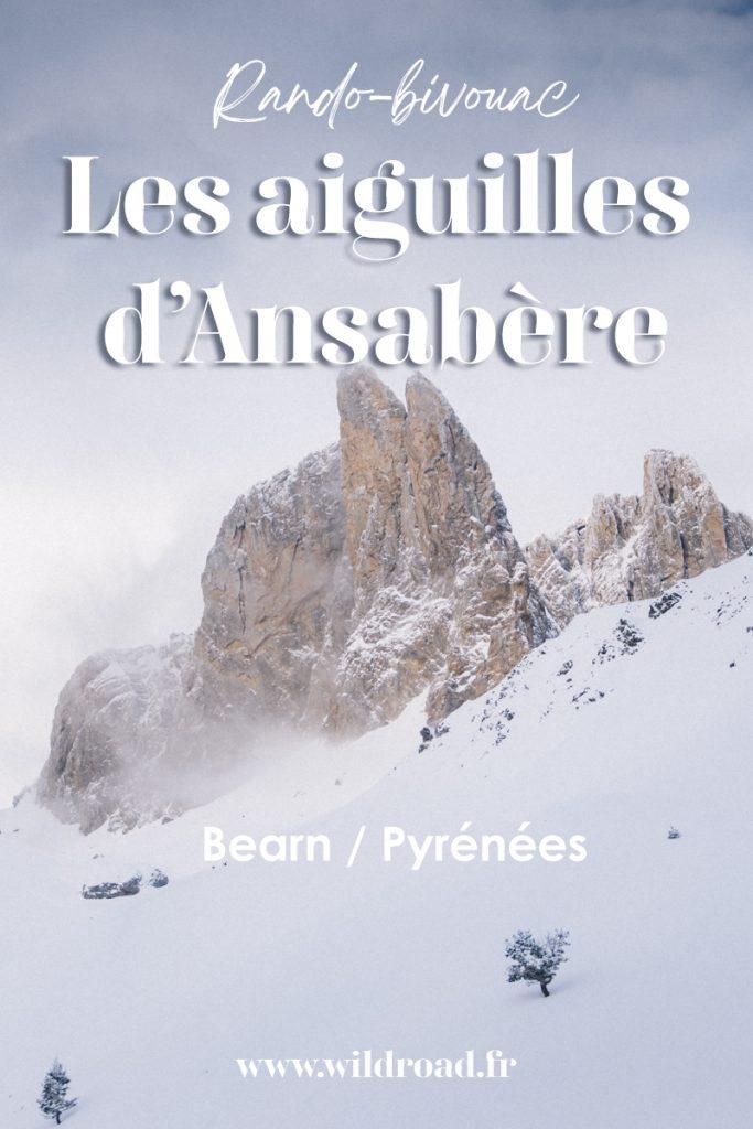 Randonnée en raquette dans les Pyrénées : les cabanes d'Ansabère dans la vallée d'Aspe à côté de Lescun. crédit photo : Clara Ferrand - blog Wildroad #pyrénées #bearn #valléedaspe #aiguillesansabere #ranodnnée #hiking #nouvelleaquitaine