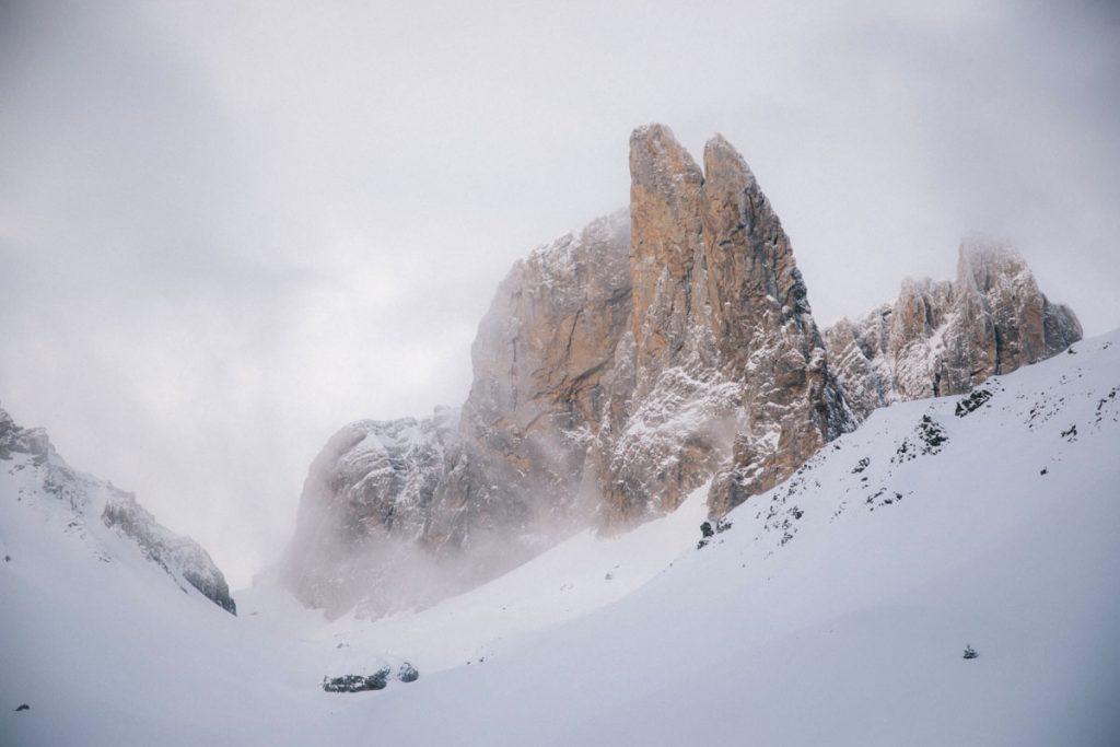 Les aiguilles d'Ansabère dans les Pyrénées, vallée d'Aspe. crédit photo  : Clara Ferrand - blog Wildroad