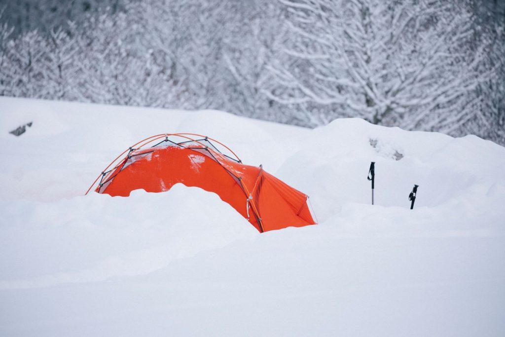 Quel préparation pour un bivouac dans les Pyrénées en hiver ? crédit photo : Clara Ferrand - blog Wildroad