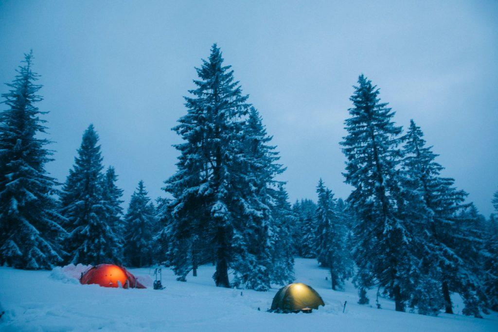 Bivouac dans le massif des Vosges en hiver. crédit photo : Clara Ferrand - blog Wildroad