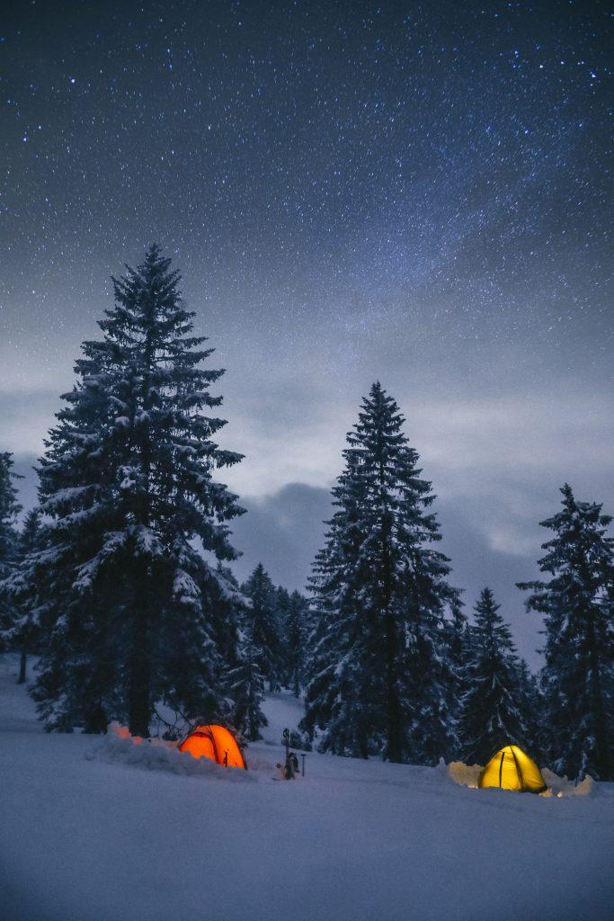 Faire un bivouac en hiver dans le massif des Vosges. crédit photo : Clara Ferrand - blog Wildroad