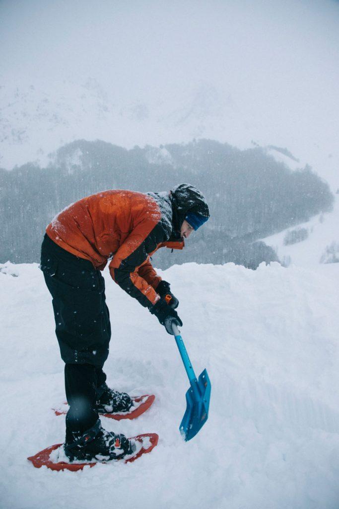 Campement hivernales : quelles sont les étapes pour s'installer dans la neige . crédit photo : Clara Ferrand - blog Wildroad