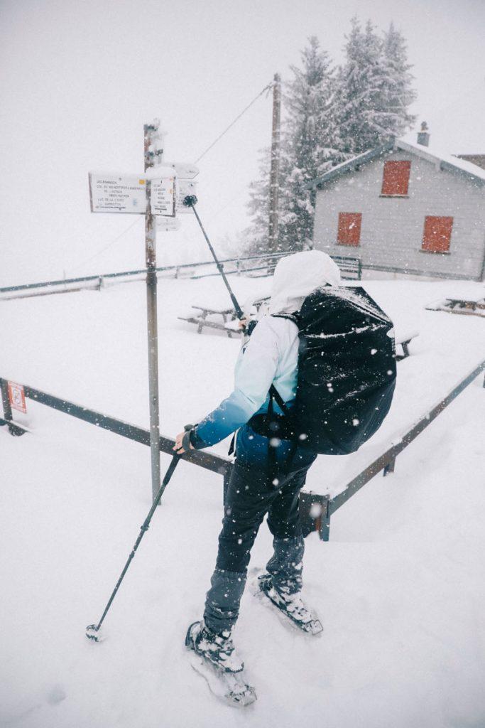 Le balisages pour les randonnées hivernales dans le massif des Vosges. crédit photo : Clara Ferrand - blog Wildroad