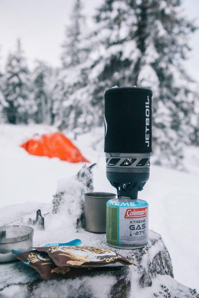 Quel équipement choisir pour faire un bivouac en hiver dans le massif des Vosges. crédit photo : Clara Ferrand - blog Wildroad