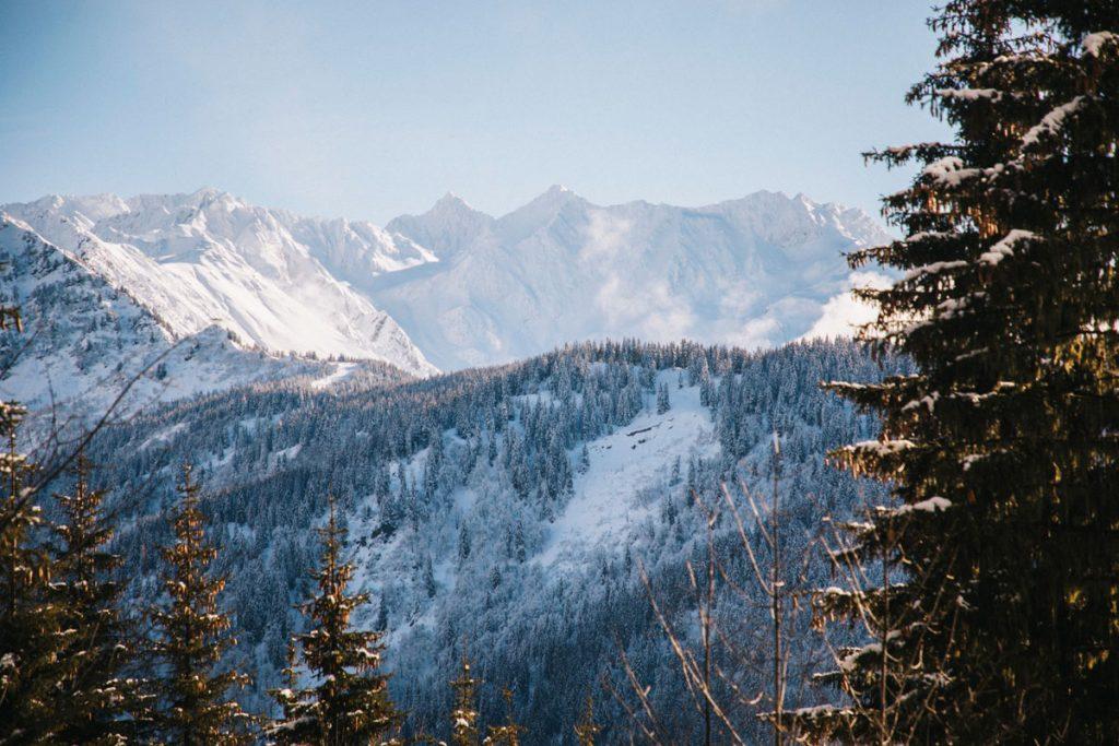 Le massif des Belledonnes en hiver. crédit photo : Clara Ferrand - blog Wildroad